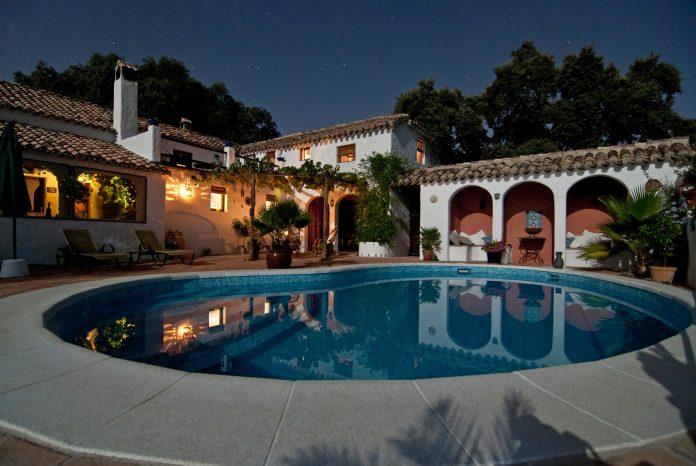 Sol hjälper uppvärmning av pool | Listion